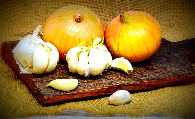 L'ail et l'oignon, à cuisiner sans modération pour prévenir les maux de l'hiver. A bientôt, nutrithérapeutiquement!