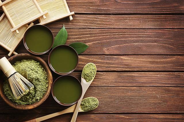En nutrithérapie, le thé matcha est considéré comme l'un des plus puissants antioxydants. Attention toutefois, c'est une chélateur de fer, il est donc déconseillé de le boire juste après un repas riche en fer (viande rouge).