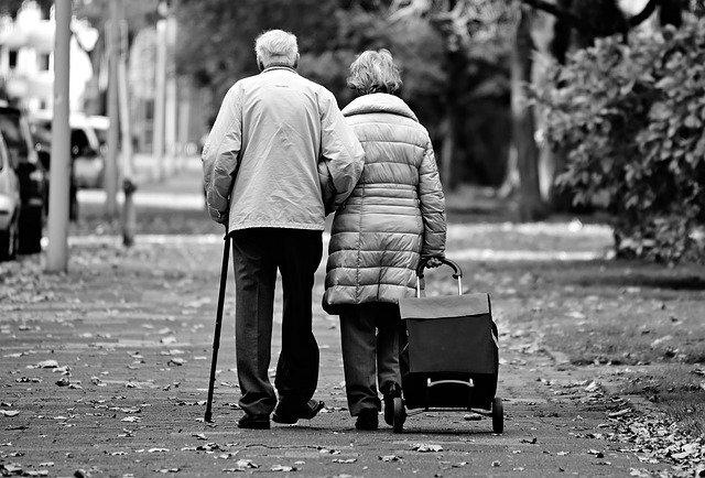 Les personnes âgées sont une population à risque lors du passage d'un nuage radioactif. La nutrithérapie permet de faire de la prévention et de minimiser l'impact de pollution radioactive sur le corps même après le passage du nuage.
